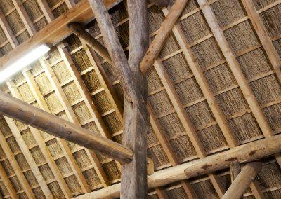 boerderij-kwadendamme-gebruik-bestaande-en-nieuwe-balken-rechts